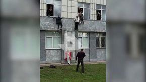 Russia, sparatoria all'università di Perm: gli studenti fuggono calandosi dalle finestre
