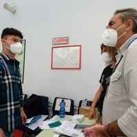 In fila con Green Pass e libri di chimica: 2.820 giovani ai test di Medicina