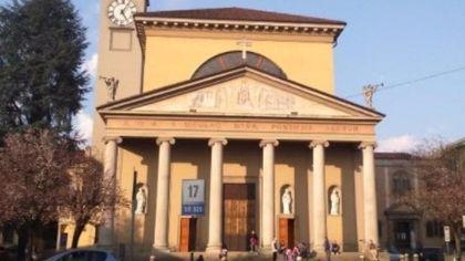 Vaprio D'Adda, un recinto anti-movida fuori dalla chiesa: il parroco lancia una petizione tra i fedeli