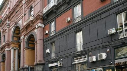 Galleria Principe di Napoli, le antiche facciate deturpate dai condizionatori