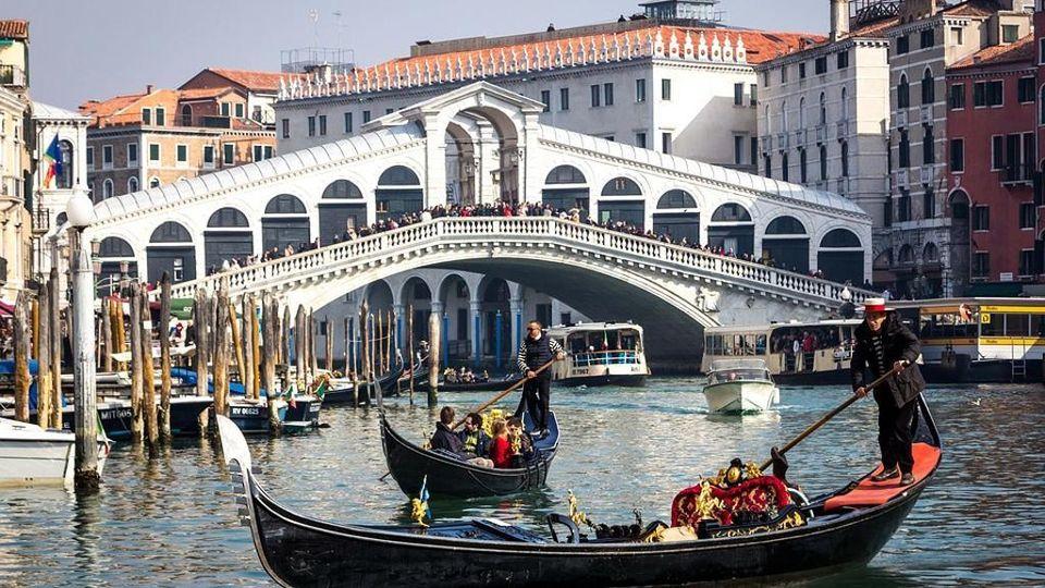Tassa di sbarco fino a 10 euro per chi arriva a Venezia - La ...