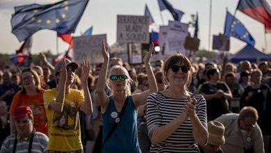 Praga di nuovo in piazza 30 anni dopo. Perché «La libertà non è per sempre»