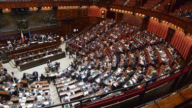 La legislatura dei voltagabbana: in Parlamento un cambio di casacca ogni 3 giorni