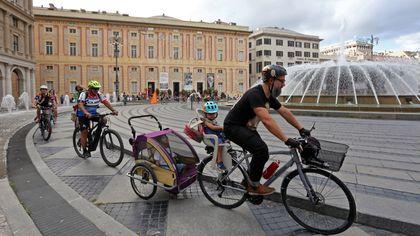 """Fancy Women, flash mob in piazza della Vittoria a Genova: """"Le donne in bici promuovono l'impegno per l'ambiente"""""""