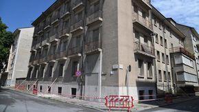 Si staccano calcinacci dai balconi: peggiora il degrado dell'ex Policlinico
