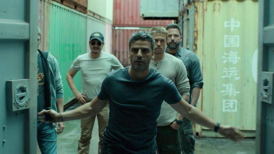 J.C Chandor inquadra Oscar Isaac in una scena di 'Triple Frontier'