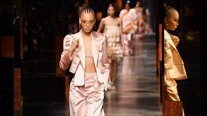 Sfilate Milano: da Fendi a Alberta Ferretti, la moda torna in passerella ed è subito festa