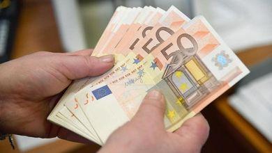 Effetto virus: l'economia crolla, ma i conti in banca sono più ricchi che mai