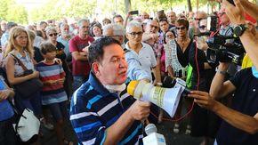 Garavelli, il primario di malattie infettive a Novara, in piazza con i no-pass