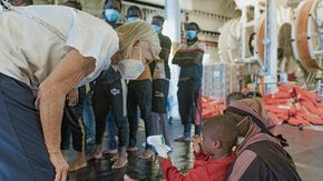 Migranti, sull'imbarcazione di Medici Senza Frontiere 367 persone, di cui 172 minori