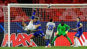Uefa: la rovesciata di Taremi del Porto è il gol più bello della stagione. Secondo il tiro a giro di Insigne