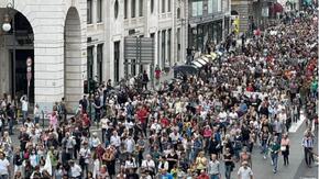 L'onda no Green Pass invade Trieste: 7mila persone in corteo senza mascherina