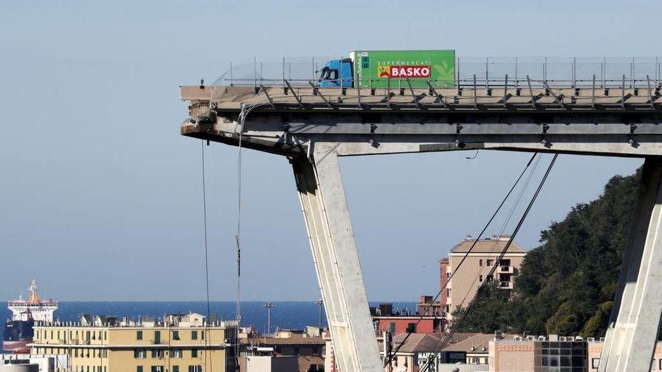 Ponte Morandi, c'è un esperto che pensa a una bomba - La Stampa ...