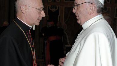 Chiesa, quella lotta tra Papa Francesco e i vescovi della Cei