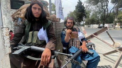 Afghanistan, i nuovi padroni della rete: come i talebani hanno trasformato i social media in un mezzo di controllo